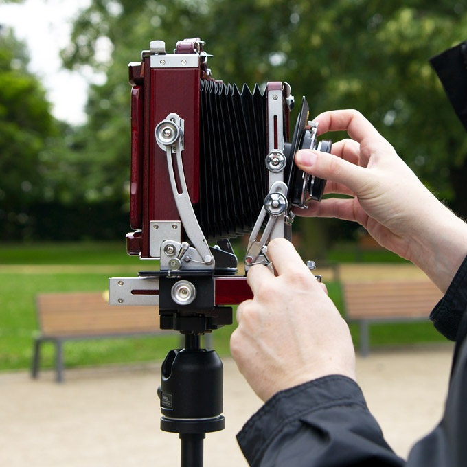 Attaching a lens to the field camera