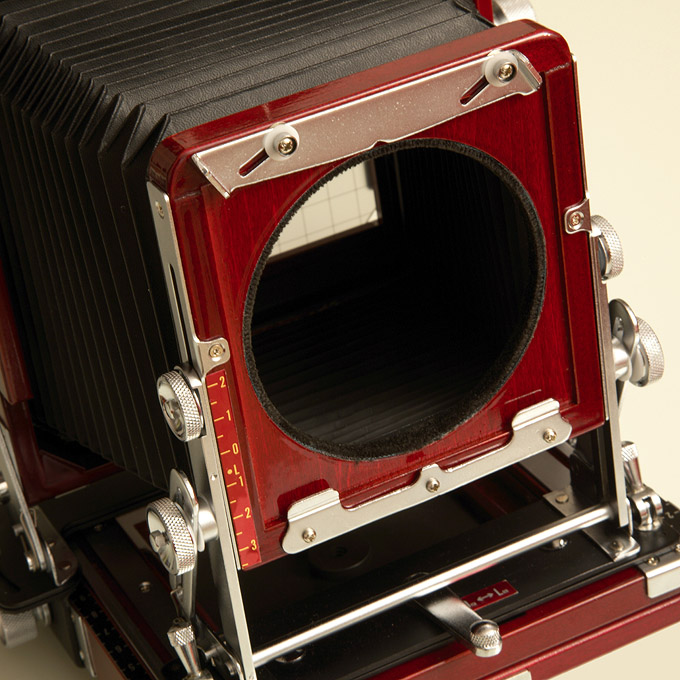 Inserting the lensboard into the Tachihara 4x5 camera (1)
